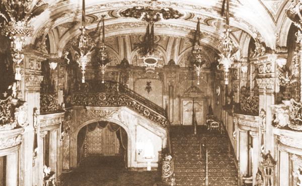 Loews-paradise-lobby